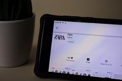 Zara dev toepassing op Smartphone-het scherm Zara is freeware ontwikkeld Webbrowser stock foto's
