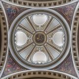 ZARAGOZA HISZPANIA, MARZEC, - 2, 2018: Cupola w kościelnym Iglesia De Los angeles exaltacià ³ n De Los angeles Santa Cruz z czter Fotografia Stock