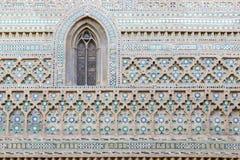 ZARAGOZA SPANIEN - MARS 3, 2018: Den Mudejar fasaden av den kyrkliga LaSeo del Salvador domkyrkan arkivbilder