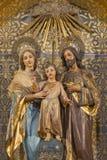 ZARAGOZA SPANIEN - MARS 3, 2018: Den sned polychrome skulpturen av den heliga familjen i kyrkliga Iglesia de San Miguel de los Na Arkivbild