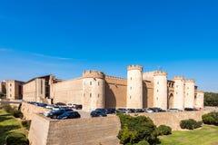 ZARAGOZA SPANIEN - SEPTEMBER 27, 2017: Sikt av slotten Aljaferia som byggs i det 11th århundradet Kopiera utrymme för text Arkivbilder