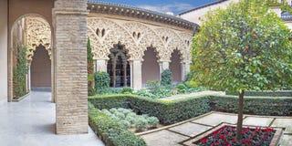 ZARAGOZA, SPANJE - MAART 2, 2018: Het atrium van het paleis van La Aljaferia stock afbeelding