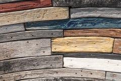 Zarautz, Guipuzcoa/Spanien - Tagesjahr: Projekt ist Kastanieneichenholz- und -akazienr?ckstand von den Booten, die im Meer und se lizenzfreie stockbilder