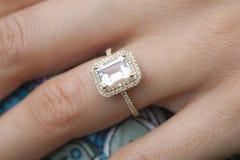zaręczynowy mężczyzna pierścionku kostium Zdjęcia Stock