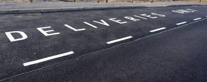 Zarezewowana parking zatoka dla dostaw tylko obrazy royalty free