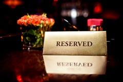 Zarezewowany podpisuje wewnątrz restaurację Zdjęcie Royalty Free