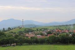Zarnesti, Rumania - visión desde las colinas fotos de archivo libres de regalías