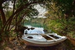 Zaros湖在春天,克利特的 免版税图库摄影