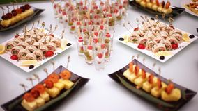 Zartheit, Aperitifs, Nachtische am Bankett Buffet, Catering Restaurant-2 vor Ort stock footage