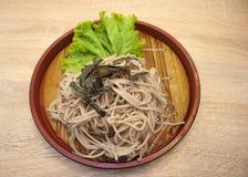 Zaru soba (japansk nudelförkylning) Arkivbild