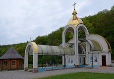 Zarvanytsia andlig mitt - mitten för världsMariiskaya semester, en av de största Podolian relikskrina av den ukrainska greken arkivfoto