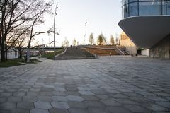 Zaryadye公园在晚上--在红场附近的都市公园位于莫斯科,俄罗斯 免版税库存照片