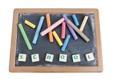 Zarząd szkoły pisać kredą barwioną kredę. Zdjęcia Stock