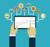 Zarządzania przedsiębiorstwem pojęcie, interakcja wręcza używać mobilnych apps Obraz Stock