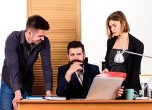 Zarz?dzanie konferencja Ludzie pracuje i komunikuje przy biznesow? konferencj? Grupy biznesowej mienia wideokonferencja zdjęcie stock