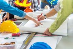 Zarządzanie projektem drużyna hebluje dla n inżyniery i achitects zdjęcie stock