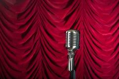 zasłony frontowy mikrofonu czerwieni rocznik Zdjęcie Royalty Free