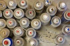Zasięrzutne kiści farby puszki fotografia stock