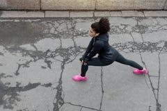 Zasięrzutny widok młody żeński biegacz Zdjęcie Royalty Free