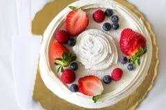 Zasięrzutny truskawkowy owoc tort Zdjęcie Royalty Free