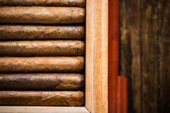 Zasięrzutny widok na humidor z cygarami Fotografia Royalty Free