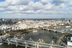 Zasięrzutny widok Thames rzeka i mosty, Londyn Zdjęcie Stock