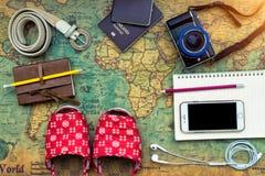 Zasięrzutny widok Traveler& x27; s akcesoria, Istotna urlopowa rzecz Obrazy Stock