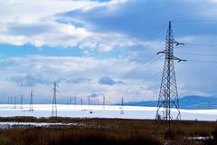 zasilania elektrycznego pilonu zima Fotografia Stock