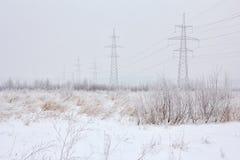 Zasilanie elektryczne przekazu linie w zimie Obrazy Royalty Free