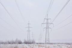 Zasilanie elektryczne przekazu linie w zimie Fotografia Royalty Free