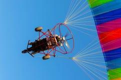Zasilany Paraglider od widok pod Zdjęcie Royalty Free