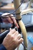 Zastępstwo hamulcowy kabel w rowerowych hamulcach Obrazy Stock