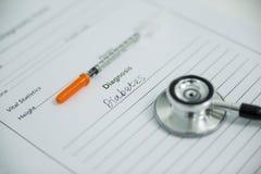 Zastrzyk z cukrzycami diagnoza i stetoskop zdjęcia stock