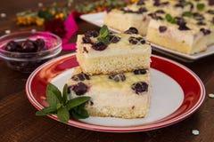 Zasycha z ricotta, białą czekoladą i kwaśnymi wiśniami, Fotografia Royalty Free
