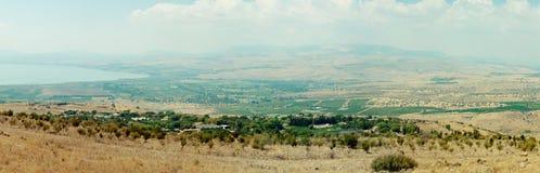 Zaszyta panorama pole i jezioro Fotografia Stock