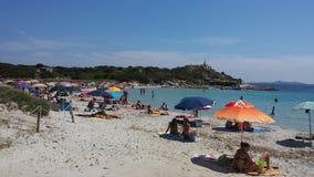 Zatłoczeni ludzie na plaży w lecie Obrazy Stock