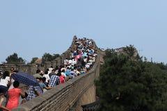 Zatłoczeni ludzie przy Wielką Chińską ścianą Zdjęcia Royalty Free