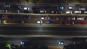 Zatłoczeni pojazdy na ruchu drogowego dżemu przy nocą zbiory wideo