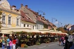 Zatłoczona główna ulica Sibiu, Rumunia Fotografia Stock