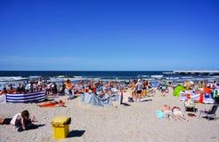 Zatłoczona Kolobrzeg plaża Zdjęcia Stock