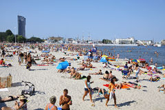 Zatłoczona Miejska plaża w Gdynia, morze bałtyckie, Polska Zdjęcie Stock