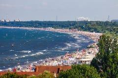 Zatłoczona piaskowata plaża w Sopocie Fotografia Stock