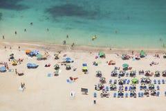 Zatłoczona plaża, Uroczysty kanarek Obrazy Stock