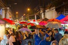 Zatłoczona Tajlandia dżdżysta ulica Zdjęcia Stock