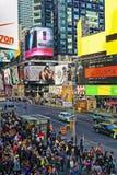 Zatłoczona 7th alei i zachodu 44th ulica w środku miasta Manhattan Fotografia Stock