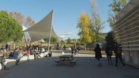 Zatłoczony kampus zdjęcie wideo
