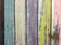 Zatarta farba na stajni drewnie zdjęcie royalty free