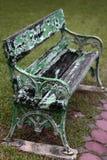 Zatarta Zielona ławka Zdjęcie Royalty Free