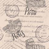 Zatarty tekst, znaczki, ręka rysujący kolosseum, pisze list Rzym, ręka rysująca louvre, pisze list Paryż, bezszwowy wzór zdjęcia royalty free