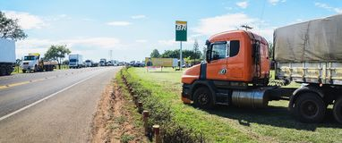 Zatkane ciężarówki na autostradach dla protesta dieslowski ceny incr Obrazy Royalty Free